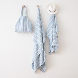 Toalla de Playa fabricada en Lino, de color Azul, con Múltiples Rayas